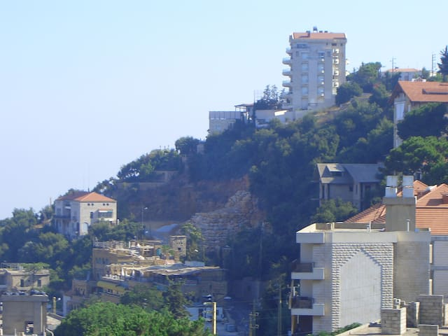The town of Beit Mery