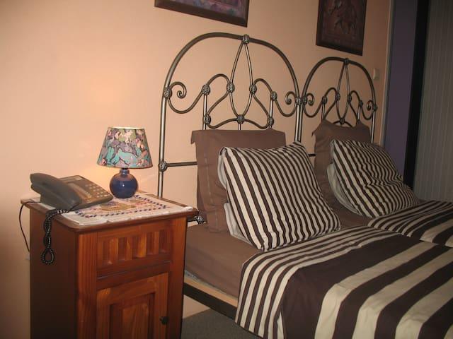 Kamer eenpersoons bedden voorkant - Brugge - Bed & Breakfast