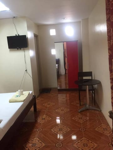 ENSUITE ROOM SEPARATE FROM APARTMENT - Mandaue City - Daire
