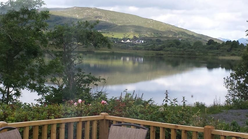 Lovely lakeside house - Oughterard