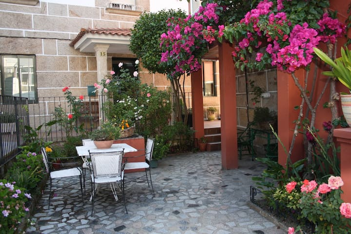 nice house with private courtyard - Redondela