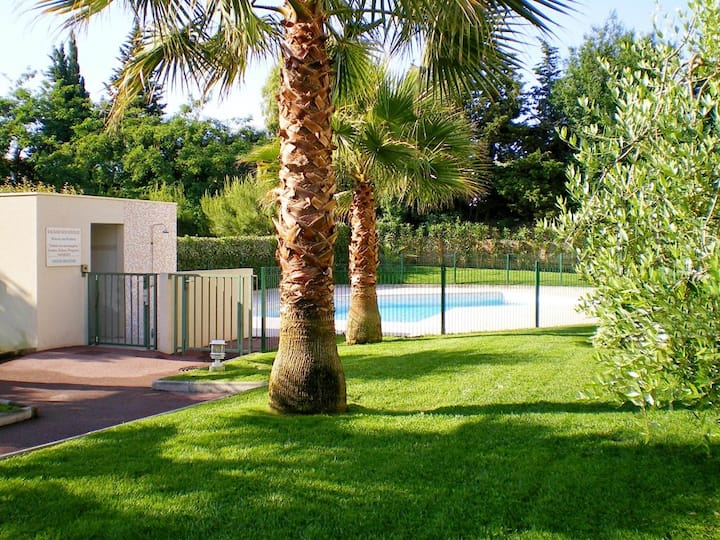 Quiet flat garden level SWIMMING POOL / AIR CON / BEACH / STATION TRAIN / GARDEN PARK / WIFI / PETS / FREE ANIMATIONS