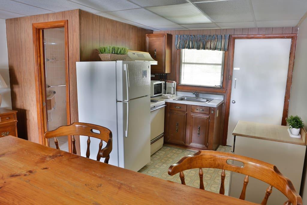 Suite Kitchen and Breakfast Bar