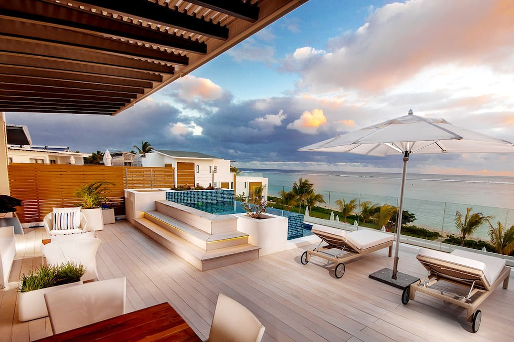 Terrace with Private Plunge Pool with a view on the sea
