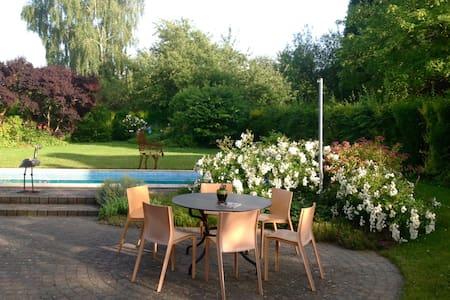 Chez Nicole (B&B avec piscine) - Huy - Bed & Breakfast
