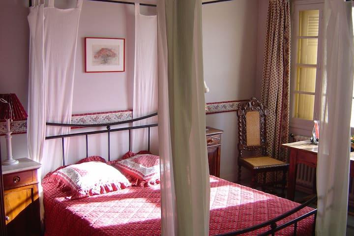 Chambre dans mas provençal