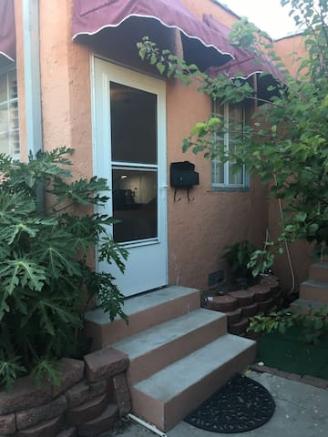 Compact  with Home Comforts  near Beverly Hills