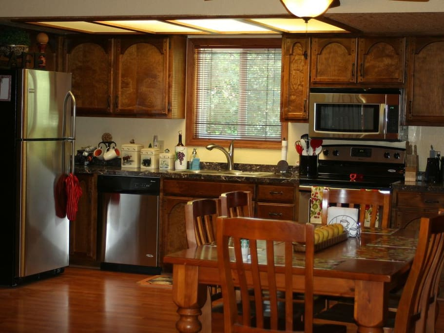Upgraded Kitchen w/ Stainless Steel Appliances