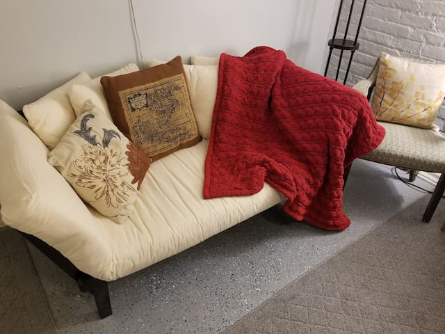 Cozy day sofa -- adjust the sides up and down to create a chaise lounge or bed!