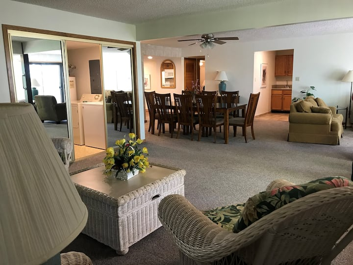 UNIT 149 - DELUXE 2 BEDROOM CONDOMINIUM WITH HOT TUB