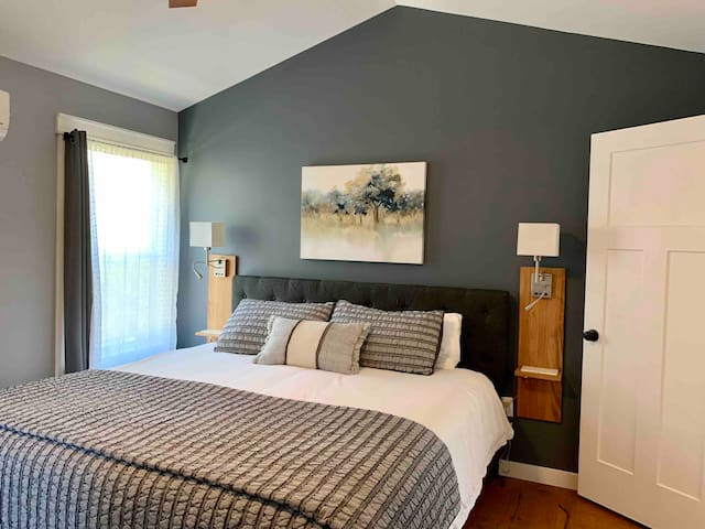 Master bedroom with king size bed and USB side tables.