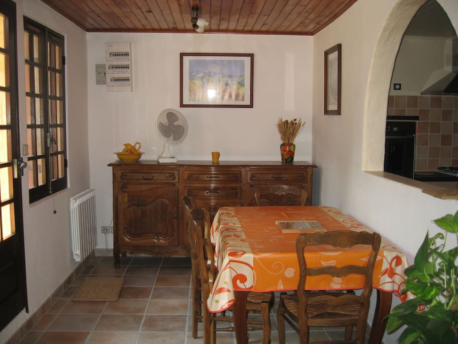 Maison de campagne houses for rent in saint martin de for Salle a manger translation