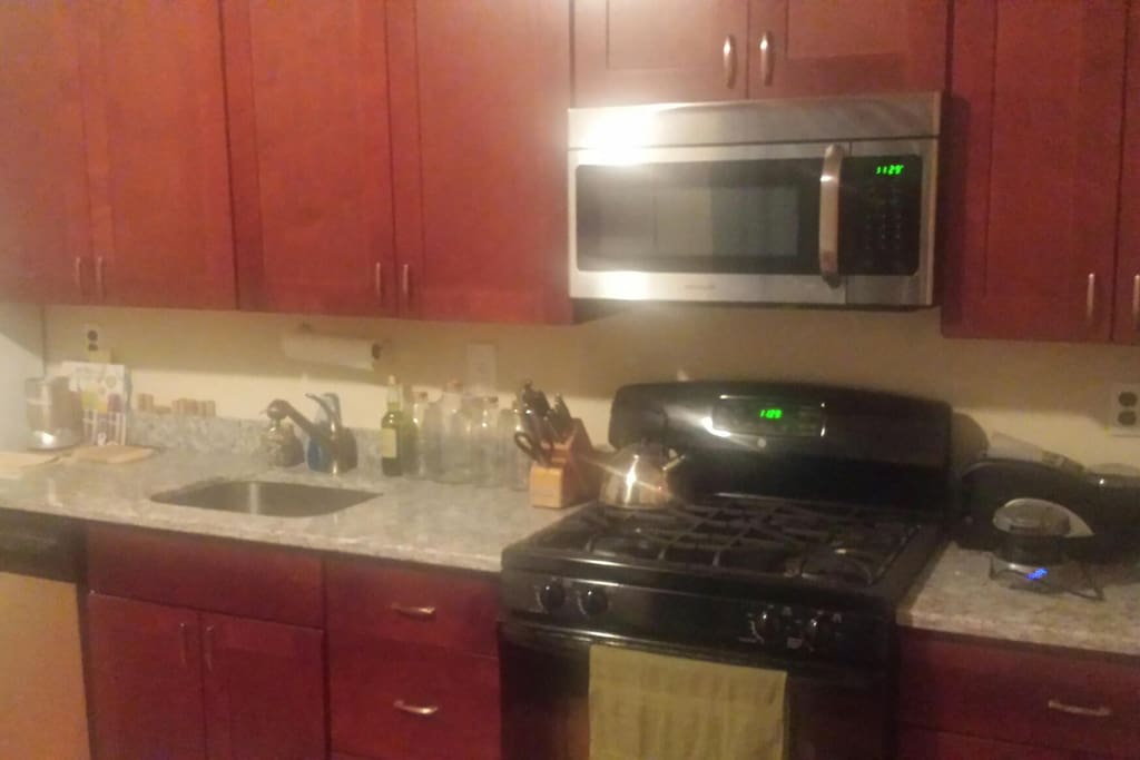 newly renovated kitchen, new appliances and granite counter tops