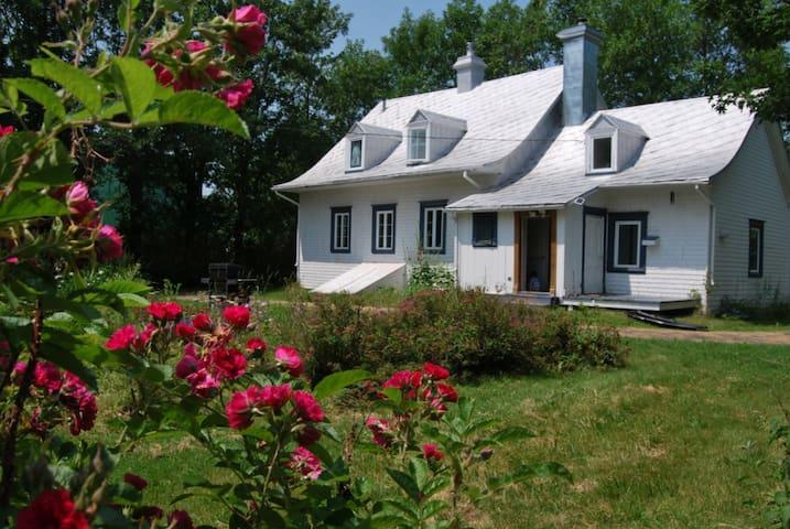 Charmante maison ancestrale - Berthier-sur-Mer