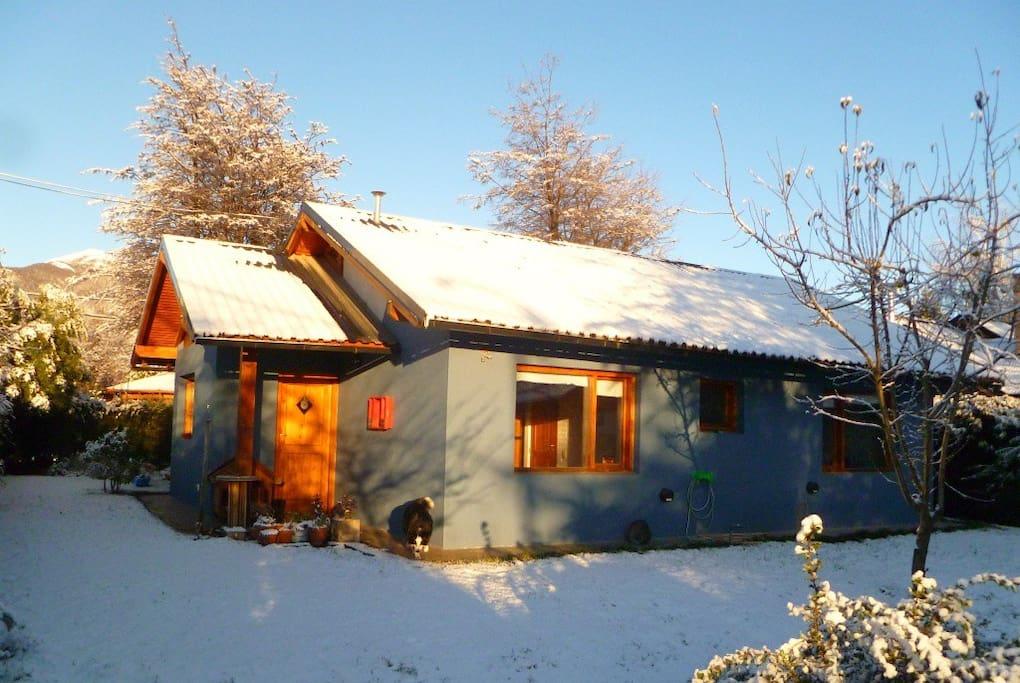 Casa con jardin en los kil metros casas para alugar em for Jardin 52 bariloche