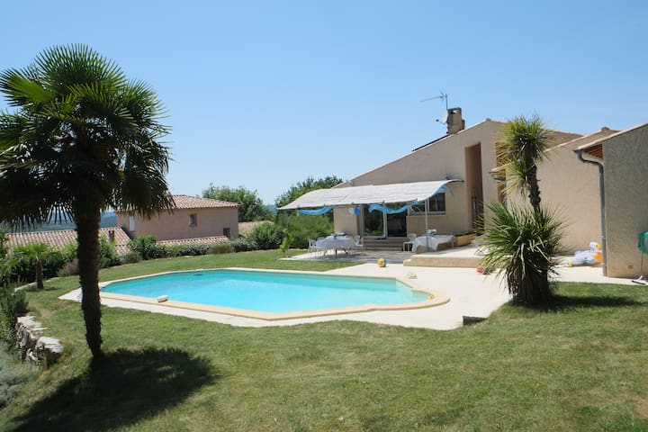 Provencal Villa with a Private Pool - Pierrevert - Casa