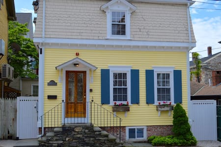 Downtown Upscale Cottage - Newport - House