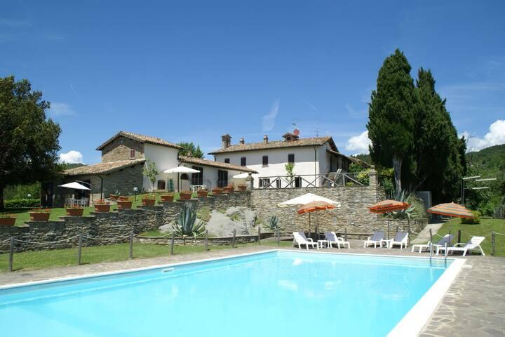 Wunderschöne Ferienwohnung mit eigener Terrasse und Panorama-Pool