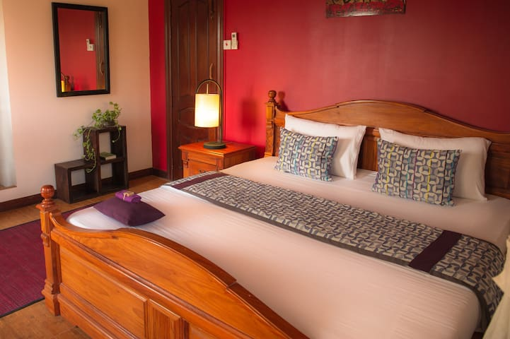 3Suites| King Bed, Private Balcony! - Krong Siem Reap - Wohnung