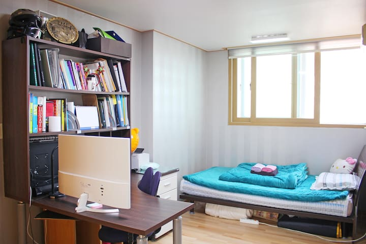 Only Female) Super location,CLEAN ROOM,subway 4min