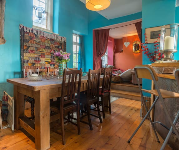 Large and colourful family home - Wirksworth - House