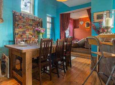 Large and colourful family home - Wirksworth - Casa