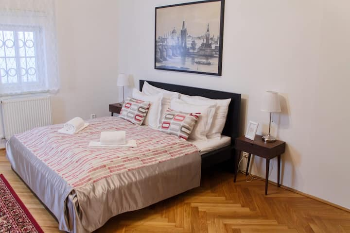 2.06.SUPERB historical location,HUGE apartment