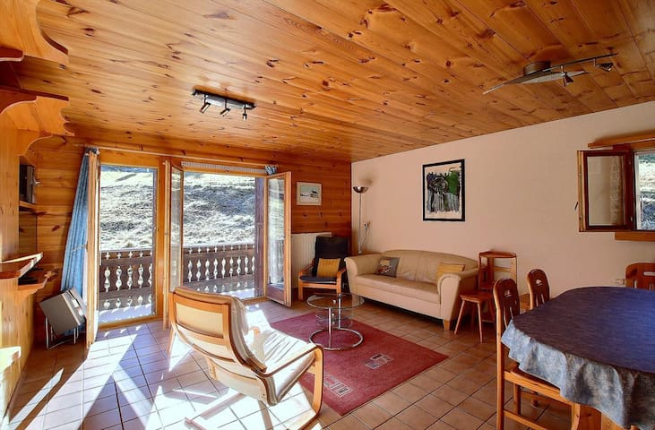 SKI-IN / SKI-OUT on the slopes in Les Crosets, 2 bedrooms, wifi, parking space in the garage (6-W)