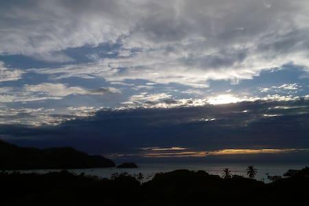 Coco Sunset ocean view. - Coco - Apartment