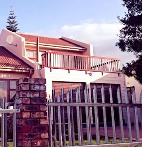 Sunny apartment with balcony - Mossel Bay
