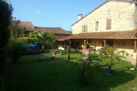 Maison de Charme dans bourg castral - grignols - Hus
