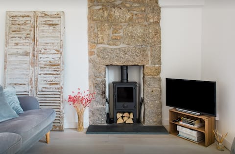 Stylish cosy cottage in Mousehole close to harbour