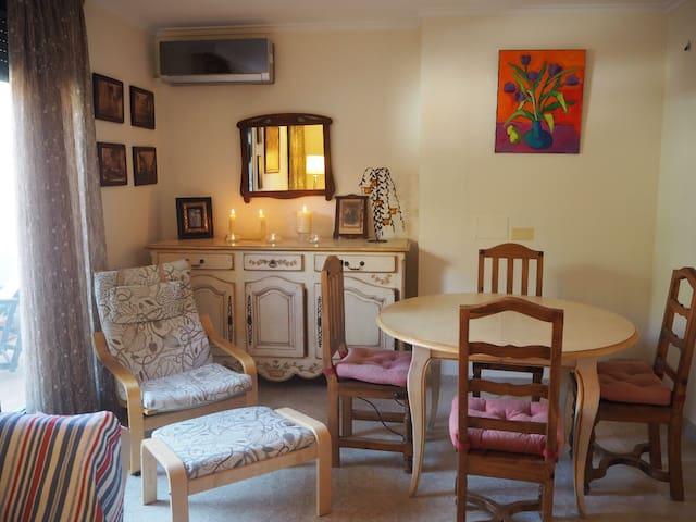 Bonito apartamento- duplex en zona residencial
