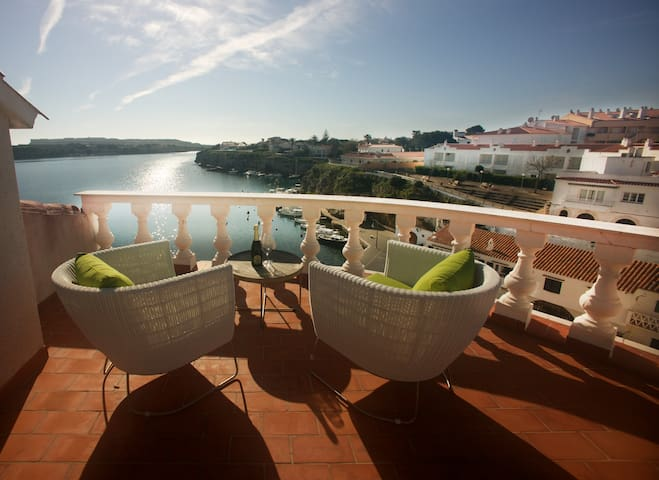 Front Line house with Magnificent Views - Es Castell - Hus