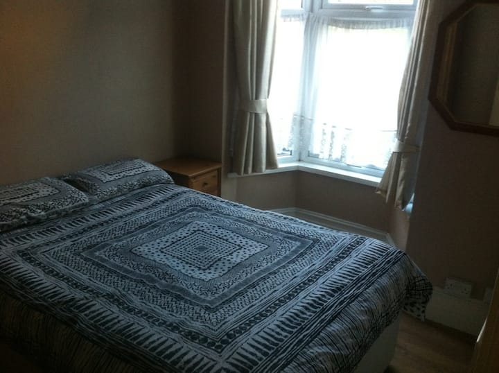 Lovely double room in quiet and nice area