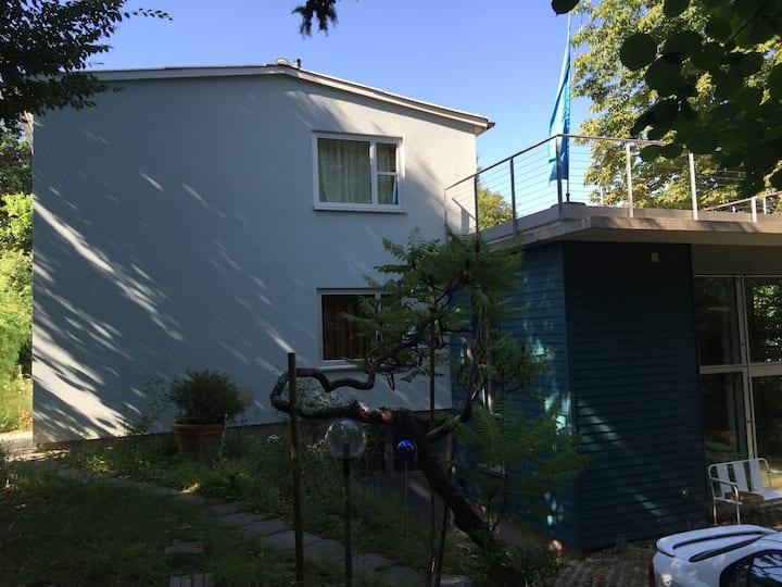 Haus im Grünen in Stadtnähe