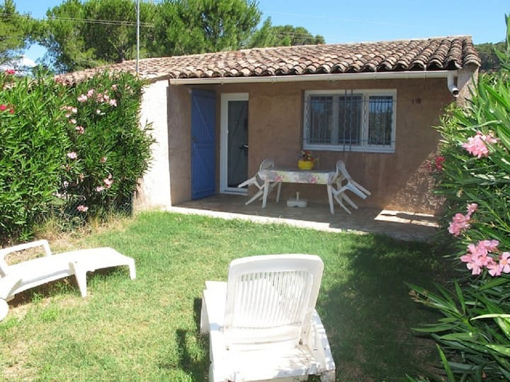 LOCATION,PROVENCE,GARDEN,PARKING