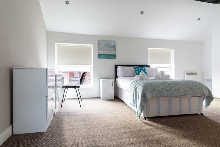 Beautiful private room with en-suite in Liverpool