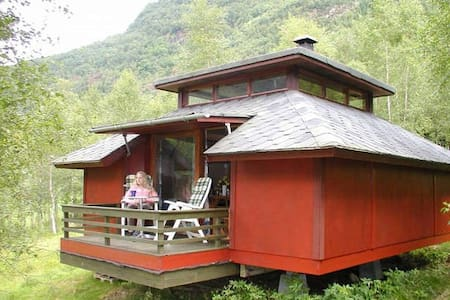Cosy cabin by the Sognefjord (Cabin #2) - Balestrand - Cabana