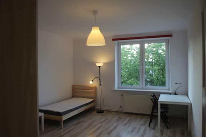 Trzyosobowy pokój w mieszkaniu