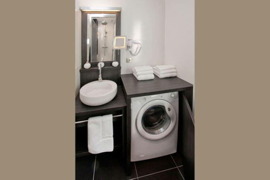 salle de bain avec machine