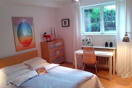 Bright basement room + garden - Neuss - Lejlighed