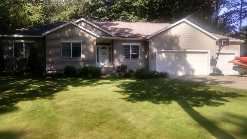 Lower level of Lovely GH Home - Grand Haven - House