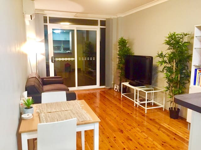 Clean Comfort & Perfect Location - Concord West - Apartemen