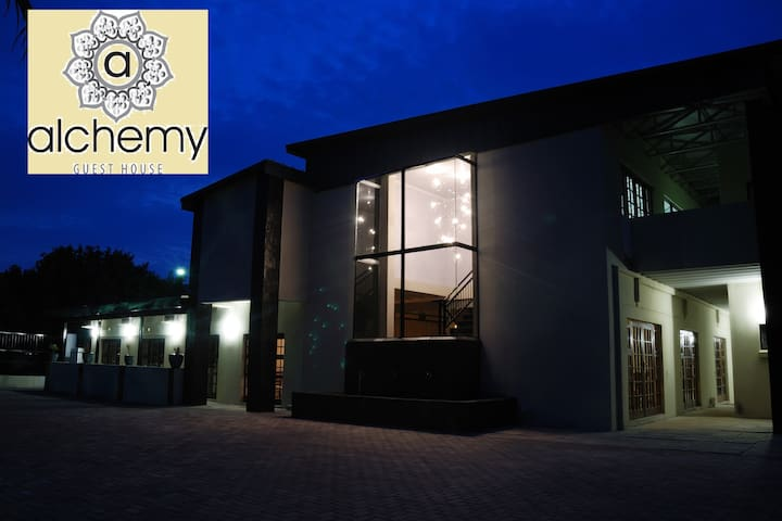 Alchemy Guesthouse - Bloemfontein - Bed & Breakfast