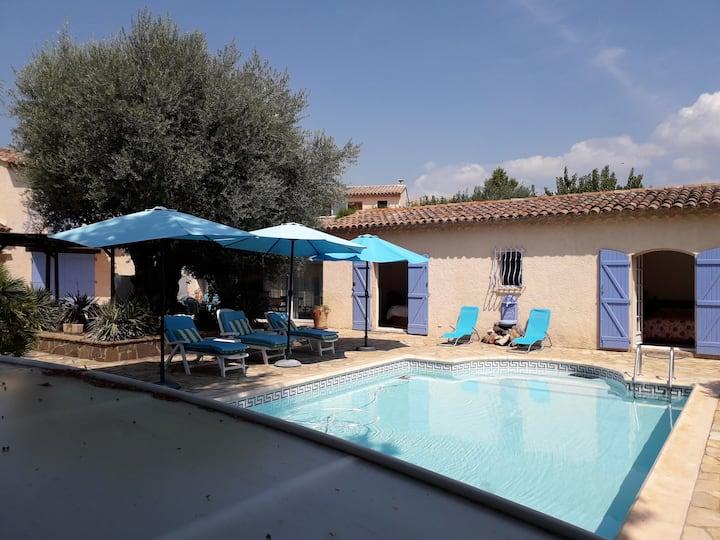Logement indépendant avec terrasse et piscine