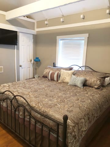 Comfortable king size bed, flat screen TV, exposed beams