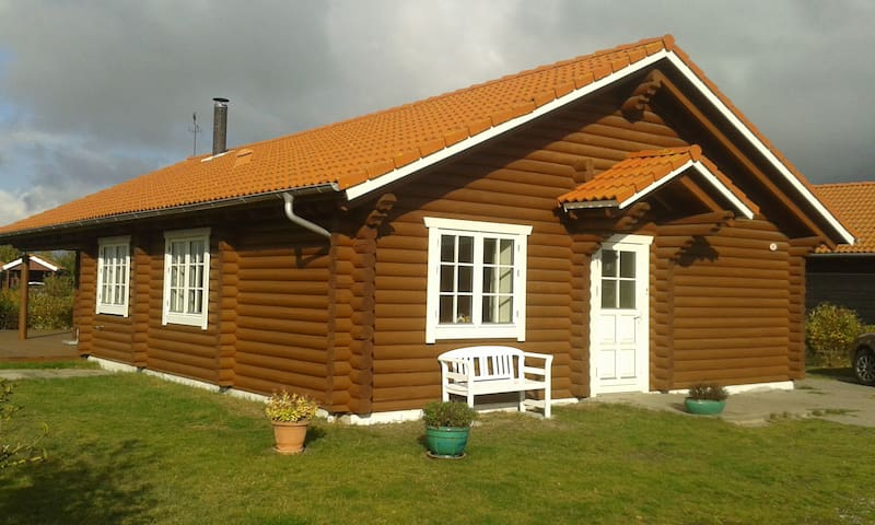 Charmerende bjælkehus tæt på Marielyst Torv/Strand - Væggerløse - Blockhütte