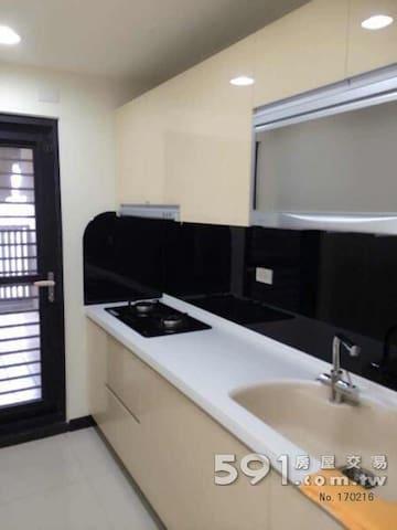 漂亮新屋,鬧中取靜非常適合ㄧ家大小出遊玩來住的房子 - 台灣 - Apartament