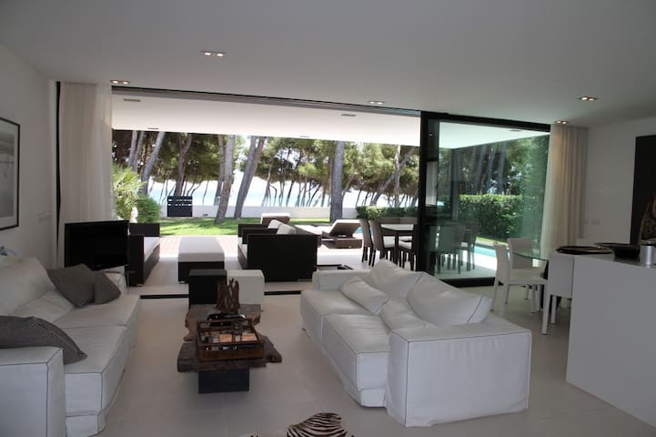 Beach Front - Incredible ground floor property